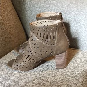 (991).  Restricted booties.  Size 8